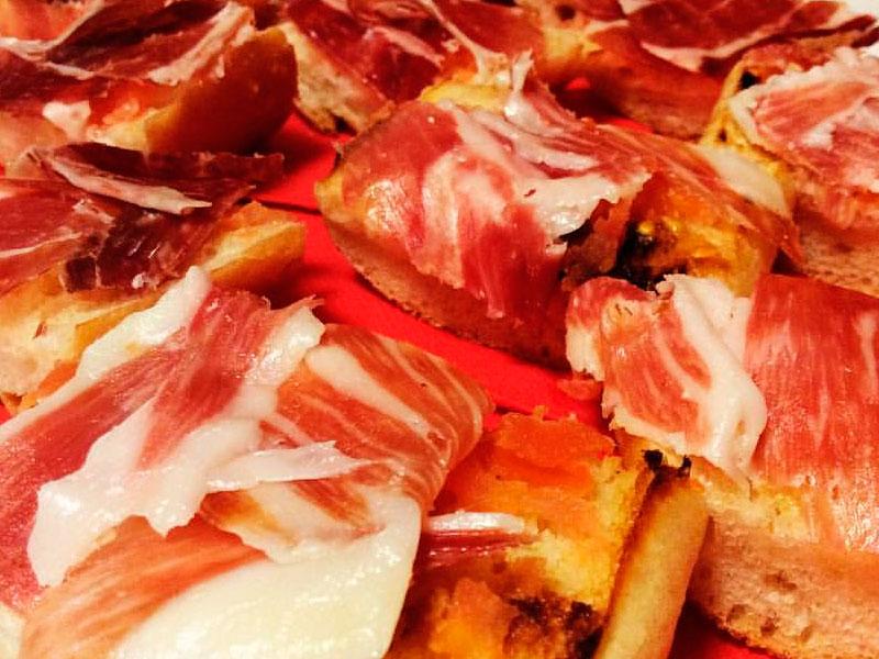 Receta de torrijas de jamón ibérico y tomate
